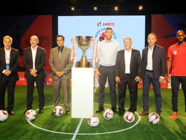 Players pose after ISL auction