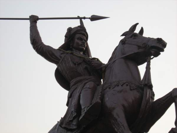 Peshwa Bajirao statue at Shaniwar Wada - Mythical India