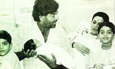 Shatrughan Sinha holding his daughter Sonakshi Sinha