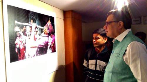 West Bengal MP visiting the Instagram photo exhibition - Mythical India