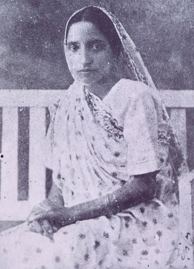 5 March- Birth anniversary of Shushila Didi, a great Indian freedom fighter. She decided to join Hindustan Socialist Republican Association (HSRA) after the hanging of Shri Ram prasad Bismil, Roshan Singh and Rajendra Lahidi. After Killing of Saunders, she arranged a house for Bhagat Singh in calcutta. After Delhi conspiracy, Sushila didi and Durga Bhabi also helped revolutionaries to escape  after arrest.