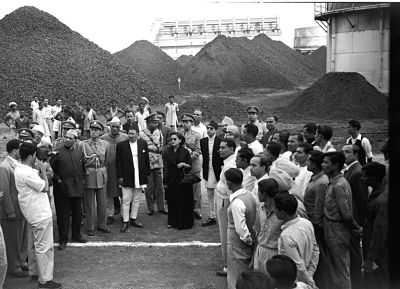 2 March- Inauguration of Sindri Fertilizer Factory which was the first Government owned company. It came into being in December 1951 as the first Public Sector Company in India. In his inauguration speech, Jawahar Lal Nehru said that he was inaugurating a temple of modern India. Here, Royal visitors photographed while they were being  shown round the Fertilizer Factory and Coke Oven Plant at Sindri, in December, 1955.