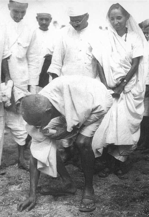 Mahatma Gandhi broke the Salt law on April 6th when he picked up the grains of salt at the end of his March - Mythical India