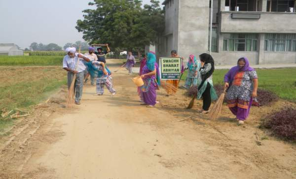 Residents of Gondowal in Ludhiana cleaning their village - Mythical India