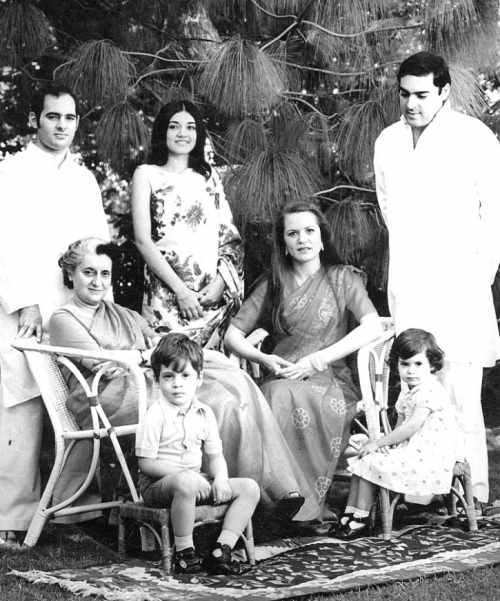 Indira Gandhi with Sons Rajiv and Sanjay and their wives Sonia and Maneka. The children Rahul and Priyanka Gandhi - Mythical India