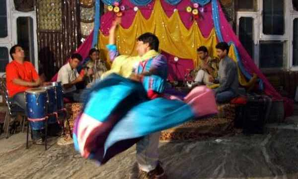 Bacha Nagma, the kashmiri folk dance - Mythical India