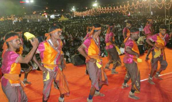 Oyilattam, This tamil folk dance is performed during harvest season - Mythical India