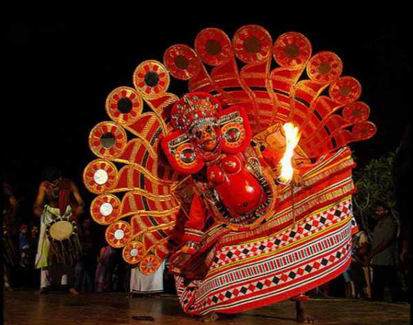 Thirayattam folk dance in Kerala - Mythical India