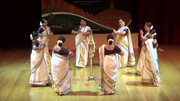 Thiruvathira folk dances of Kerala mainly performed during Onam - Mythical India