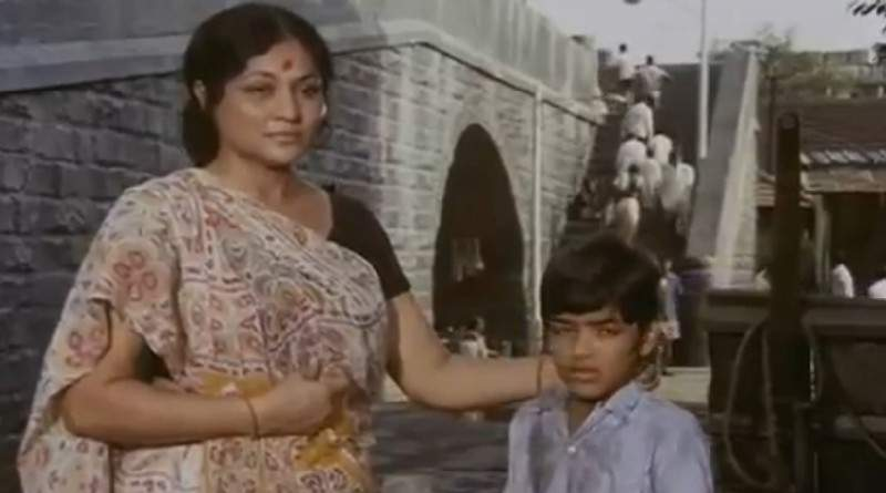 Nirupa Roy with her sons in Deewar - Mythical India