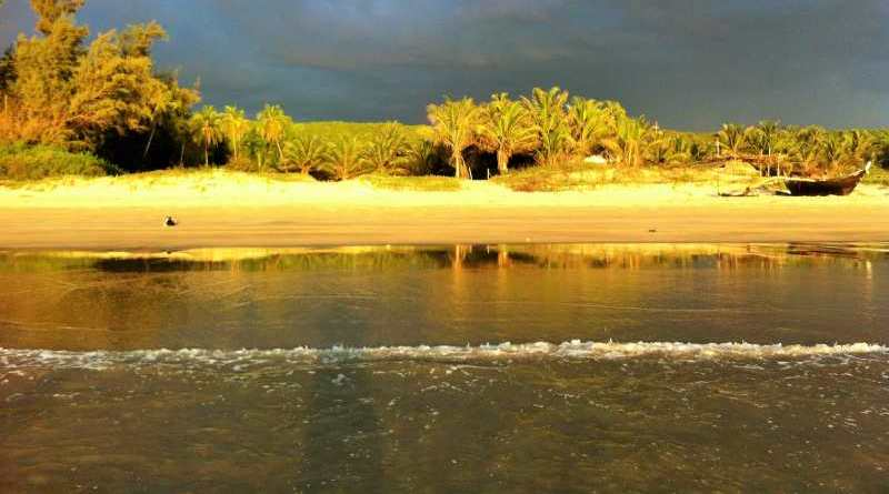 Beautiful beaches with white sand - Mythical India